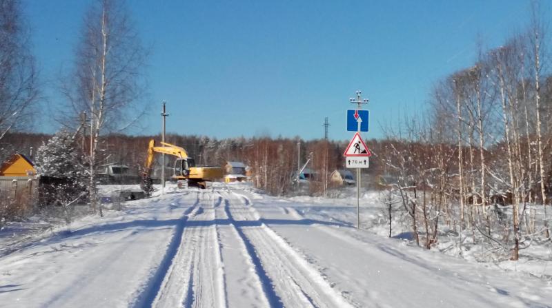 Дорожные знаки и строительная техника в Красном Кирпичнике